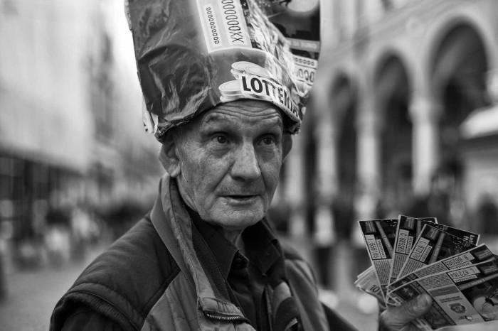 portraits: lottery seller - ritratti: l'uomo della lotteria
