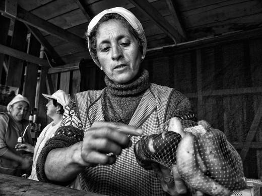 portraits: potato grower - ritratti:       la coltivatrice di patate